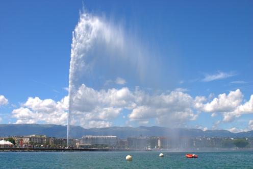 "The ""jet d'eau"" in Lake Geneva (Switzerland).  © Robert Clark/Flickr"
