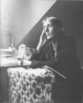 "Writing Beyond the ""Feminine Note"": Virginia Woolf on Women and Fiction"