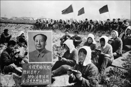 peasants reading little red book china mao cultural revolution