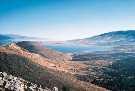 A view of Qaraoun Lake in the Beqaa valley, from which most of Lebanon's agricultural production originates. Image © Fouad Awada, via Wikipedia.