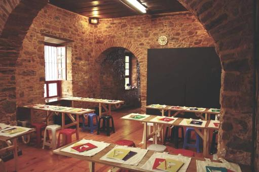 school refugees classroom